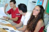 Studenti během výuky anglického jazyka na škole BELS Malta