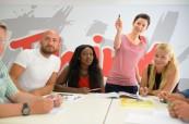 Studenti anglického jazyka během výuky v jedé z moderních učeben, LAL-IELS Malta