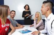 Studenti angličtiny během výuky na škole ILAC Vancouver v Kanadě